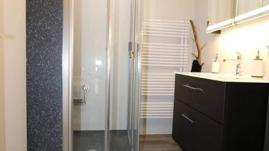 Fugenloses Bad – mit dem Viterma Wandsystem Probleme vermeiden